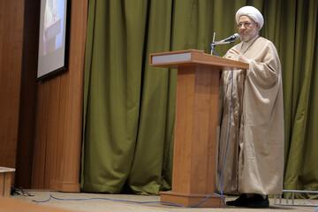 رهبر معظم انقلاب اسلامی توانستند جبهه تفرقه افکن را شکست دهند