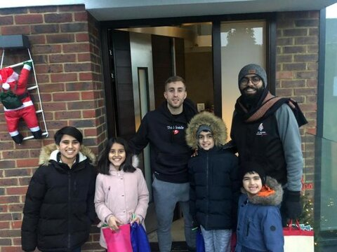 UK mosque gifts Gerard Deulofeu in anti-discrimination event
