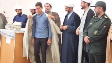 آئین اهدای «عبا» به طلاب مدرسه علمیه صفاشهر برگزار شد