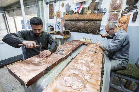 تعرف على تفاصيل صناعة اجزاء من شباك ضريح السيدة زينب (ع) في كربلاء