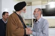 امام جمعه کرج به دیدار خانواده شهدا رفت