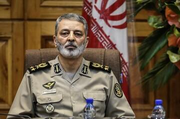 فرمانده کل ارتش: حمله تروریستی آمریکای جنایتکار بدون پاسخ نخواهد ماند