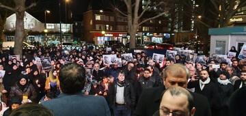 تصاویر / اجتماع شیعیان لندن در پی شهادت سردار سلیمانی مقابل مرکز اسلامی انگلیس