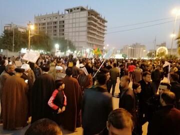تصاویر/ تجمع هزاران نفر از مردم نجف برای استقبال از شهیدان سلیمانی و المهندس