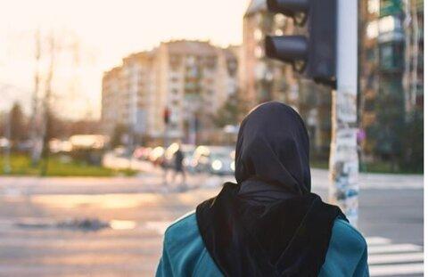 زن نژادپرست اهل پورتلند به جرم حمله متعصبانه علیه زن مسلمان متهم شد