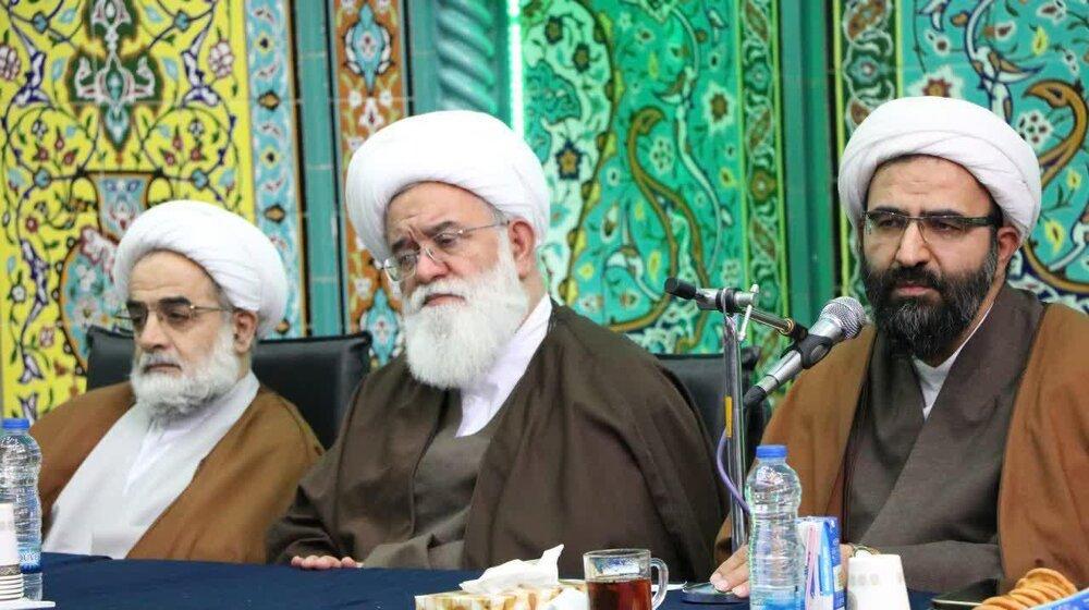 نشست صمیمی اعضای شورای حوزه تهران با طلاب غرب استان+ عکس