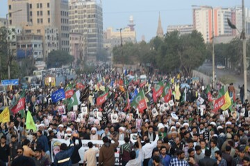 """تصاویر/ تجمع مردم کراچی در مقابل """" کنسولگری آمریکا"""" در اعتراض به ترور سردار سلیمانی"""