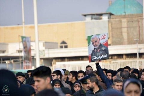 تصاویر/ خروش مردم مشهد در تشییع پیکر سپهبد سلیمانی و همرزمانش