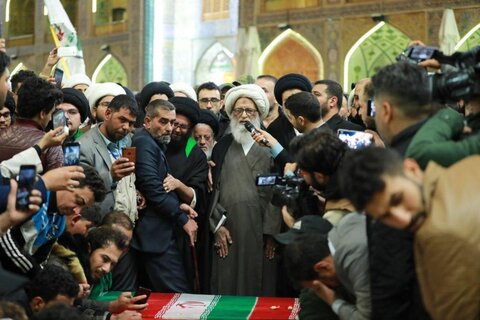 آية الله النجفي يؤم المؤمنين في الصلاة على شهداء الاعتداء الغاشم الذي وقع قرب مطار بغداد الدولي