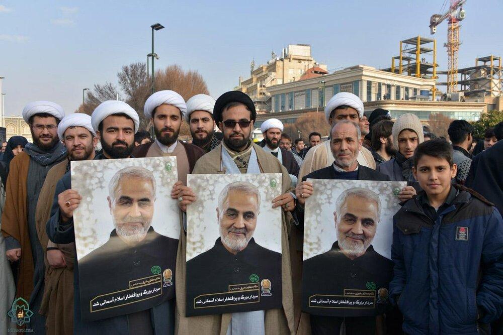 تصاویر/ مردم مشهد در تشییع پیکر سپهبد سلیمانی و همرزمانش