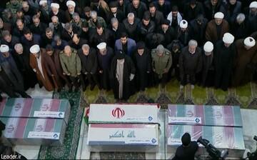ولی امر مسلمین نماز را بر پیکر «سردار» اقامه کردند