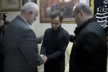 فیلم  حضور اسماعیل هنیه رئیس دفتر سیاسی حماس در منزل سردار شهید حاج قاسم سلیمانی