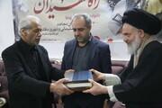 تصاویر/  حضور جمعی از مسئولان قم در منزل شهید شهروز مظفری نیا