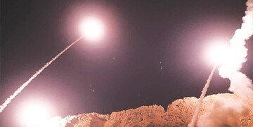 فیلم| تصاویر اولیه از لحظه برخورد شماری از موشکها به پایگاه عین الأسد