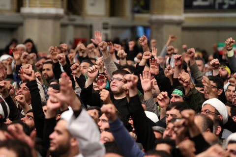 دیدار هزاران نفر از مردم قم با رهبر معظم انقلاب