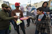 بالصور/ توزيع الحلوى فى شوارع مدينة خانيونس جنوب قطاع غزة ابتهاجا بضرب ايران للقواعد الامريكية