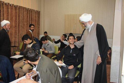 بازدید مدیر حوزه علمیه قزوین از امتحانات طلاب