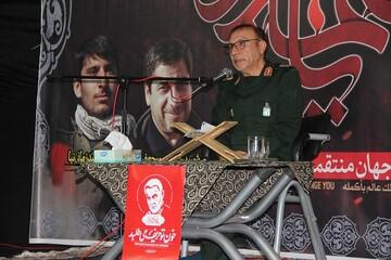 شهید سلیمانی عمر خود را برای انسانیت و مجاهدت درراه حق فدا کرد