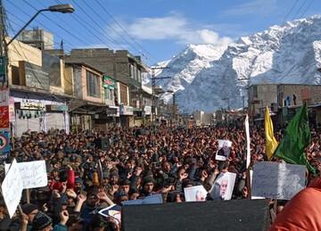 راهپیمایی بزرگ ضد آمریکایی مردم بلتستان پاکستان با دمای منفی ۱۸ + تصاویر