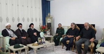 امامان جمعه قم و تهران با خانواده های شهدای سانحه هوایی  اظهار همدردی کردند