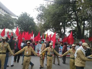 فیلم  تظاهرات ضدآمریکایی در لاهور پاکستان