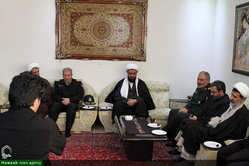 تصاویر/ حضور امام جمعه و مسئولان همدان در منزل جانباختگان سانحه هوایی