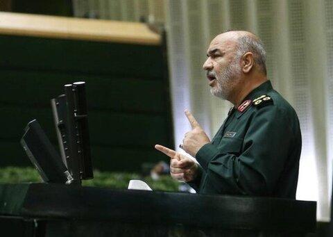 فیلم کامل توضیحات سردار سلامی درباره سقوط هواپیما در جمع نمایندگان مردم