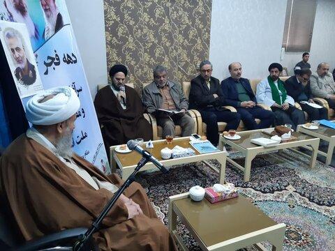 دیدار اعضای ستاد بزرگداشت دهه فجر کاشان با آیت الله نمازی