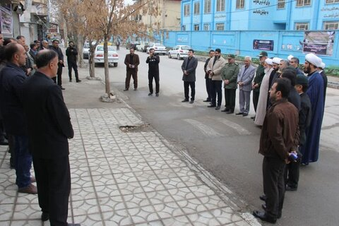 حضور نماینده ولی فقیه کرمانشاه در منزل خانواده یکی از جانباختگان سقوط هواپیما در اسلام آباد غرب