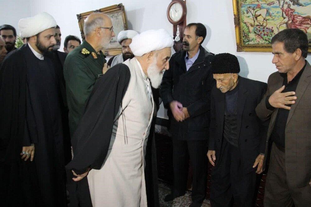 تصاویر/ دلجویی نماینده ولی فقیه در کرمانشاه از خانواده داغدار سقوط هواپیمای اوکراینی در اسلام آباد غرب