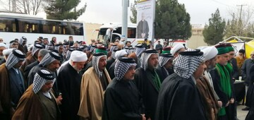 عکس/ حضور جمعی از سادات و شیوخ کربلا در مراسم بزرگداشت حاج قاسم در مصلای امام علی(ع) کرمان