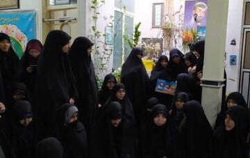 طلاب جامعه الزهرا (س) با خانواده شهید عفیفه دیدار کردند