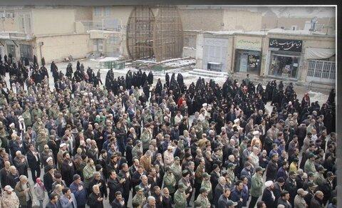 پیکر امیرحسین قربانی از عروج یافتگان سانحه هوای در بهاباد تشییع شد