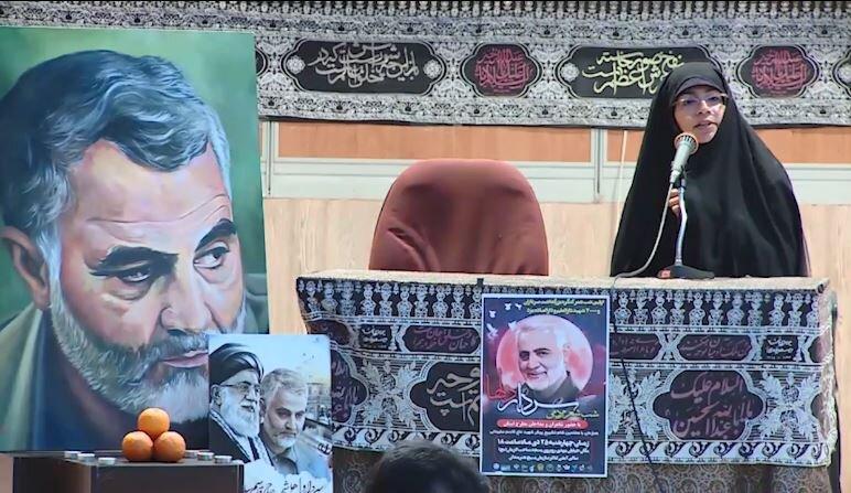 فیلم| شب شعر یزدیها به یاد شهید حاج قاسم سلیمانی