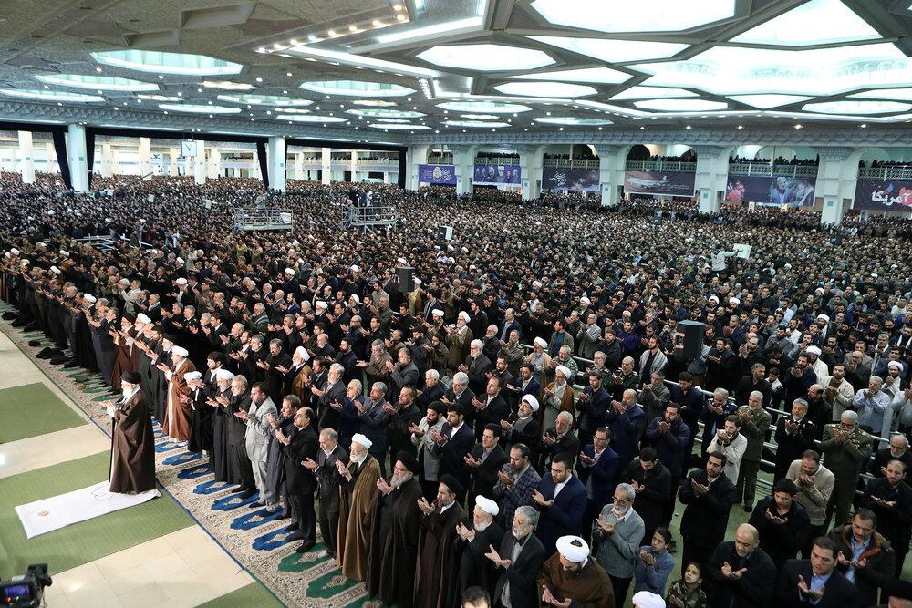 فیلم  تصاویر هوایی از صفوف فشرده نمازگزاران تهرانی