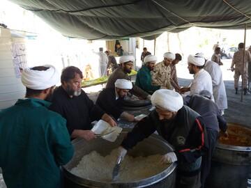 فیلم| کمک رسانی طلاب جهادی به تهیه غذای گرم برای سیل زدگان سیستان و بلوچستان