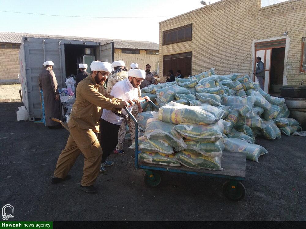 تصاویر شما/ کمکرسانی طلاب جهادی حوزه علمیه قم در مناطق سیل زده سیستان و بلوچستان