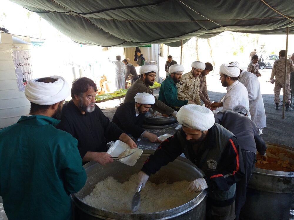 کمکرسانی طلاب جهادی حوزه علمیه قم در مناطق سیل زده سیستان و بلوچستان