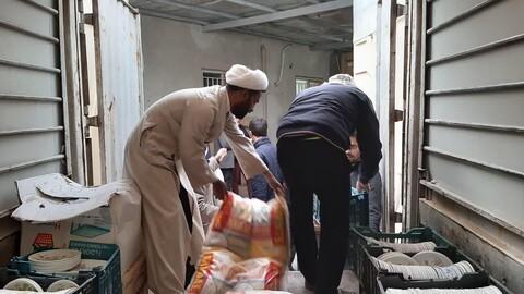 تصاویری از کمک رسانی طلاب در مناطق سیل زده سیستان و بلوچستان