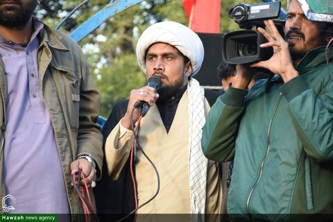 بالصور/ هتافات الموت لأمريكا أمام السفارة الأمريكية في باكستان