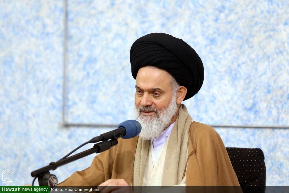 نشست جمعی از فضلا و استعدادهای برتر حوزه با آیت الله حسینی بوشهری