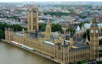 بانوی پاکستانی رکورد جوانترین نماینده مسلمان در پارلمان بریتانیا را زد