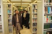 بازدید معاون پشتیبانی و منابع انسانی حوزه از یک کتابخانه در قزوین+ عکس