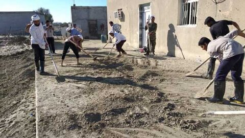 کمک رسانی طلاب به مناطق سیل زده استان هرمزگان