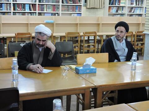 تصاویر/ نشست نقد و رونمایی از کتاب برادری ایمانی در مدرسه علمیه ولیعصر(عج) تبریز