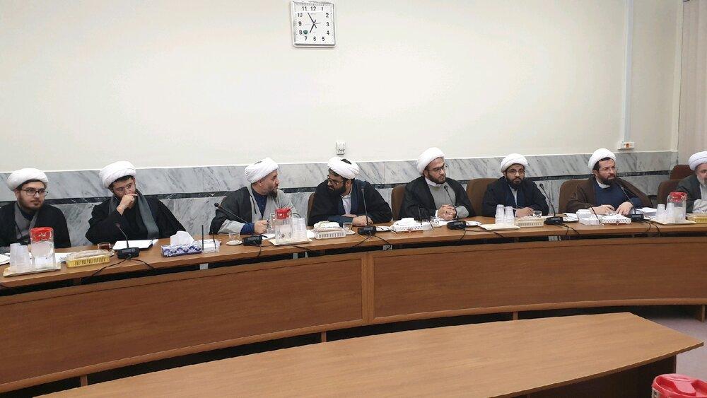 نشست جمعی از فضلا و استعدادهای برتر حوزه آیت الله حسینی بوشهری