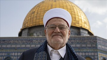 Al-Aqsa grand preacher enters mosque despite Israel ban