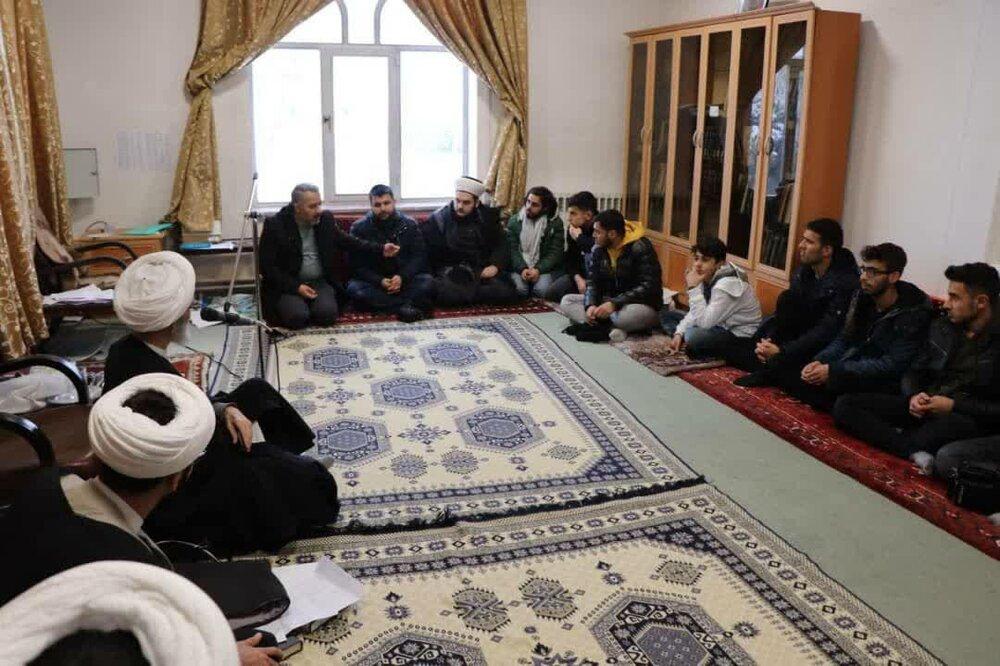 حضور عده ای از جوانان شیعه و سنی کشور ترکیه در حوزه علمیه بناب