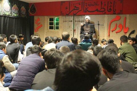 تصاویر/ سوگواری ایام فاطمیه در مدرسه علمیه قروه با حضور امام جمعه شهرستان