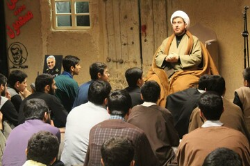 تصاویر/ تبیین و تحلیل خرافه پرستی در مدرسه علمیه امام صادق (ع) قروه